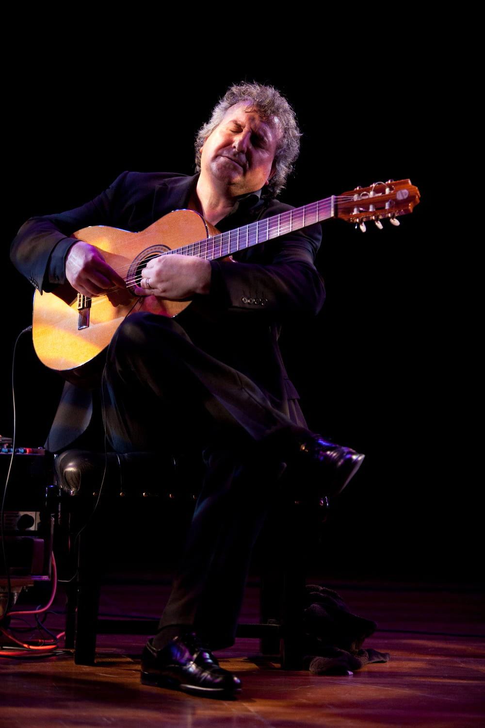 Eduardo Niebla in concert accompanied by Matthew Robinson (guitar)